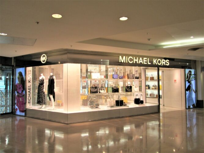 MICHAEL KORS <br/>PARIS <br/>LA DEFENSE