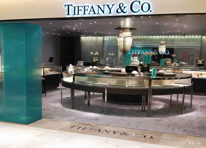 TIFFANY & CO <br/>PARIS <br/>MAGASIN LE PRINTEMPS